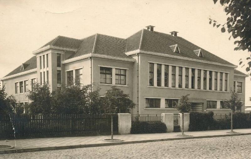 1935-aisiais Antano Gargaso parengtas šešių klasių pradinės mokyklos Ukmergės gatvėje projektas ir jau iškilęs pastatas 4-ojo dešimtmečio pabaigoje. LCVA ir PANEVĖŽIO KRAŠTOTYROS MUZIEJAUS RINKINIŲ (J. ŽITKAUS) nuotr.