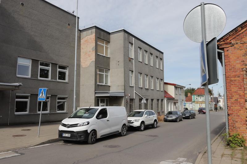 Buvusiame policijos pastate A. Smetonos gatvėje dar vasarą planuotų atidaryti Pusiaukelės namų nuteistiesiems įkurtuvės nukeliamos. I. STULGAITĖS-KRIUKIENĖS nuotr.